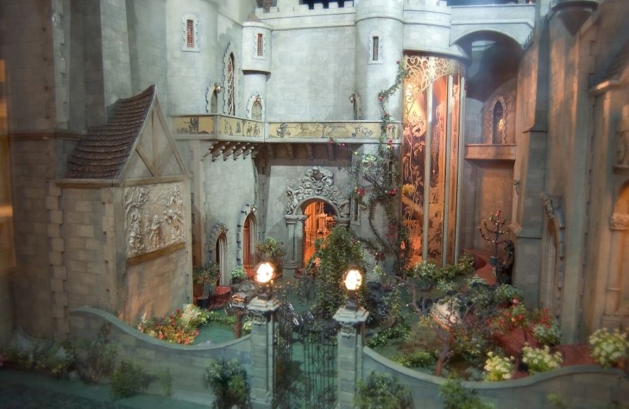 The castle s magic garden colleen moore s fairy castle fairyroom - The dollhouse from fairy tales to reality ...